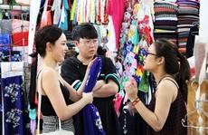 Độc đáo áo dài 'may nóng' lấy liền tại Đà Nẵng