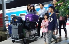 15 hành khách hạnh phúc khi được xuống ga Thanh Hóa để kịp về quê đón Tết