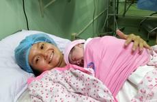 'Rụng tim' với 2 em bé chào đời đúng thời khắc giao thừa