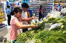 Người dân ngại đi chợ, tiểu thương, cửa hàng tiếp tục đóng cửa ăn Tết