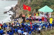 Thiêng liêng buổi chào cờ ở điểm cực Đông trên đất liền