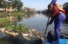 Công nhân vệ sinh ở TP HCM đã ra đường ngay mùng 3 Tết