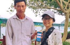 """Trả lại 200 USD và điện thoại """"xịn"""" cho du khách Trung Quốc bỏ quên"""