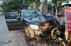 Tai nạn kinh hoàng gần sân bay Tân Sơn Nhất, lái xe sang đang trốn