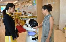 Sếp ngân hàng kể chuyện đưa robot vào 'tiếp khách'