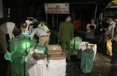 Xe tải chở gần 20.000 gói thuốc lá lậu vi vu trên Quốc lộ 1