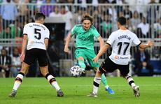 Real Madrid 'đánh úp' Valencia, giành vé vào chung kết Siêu cúp