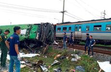 Tàu hỏa húc tung xe buýt chở người đi lễ chùa, 20 người thiệt mạng ở Thái Lan