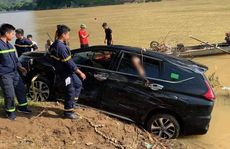 Phát hiện 3 người tử vong trong xe ôtô 7 chỗ rơi xuống sông