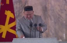 Biểu cảm bất thường của ông Kim Jong-un: Khóc khi phát biểu