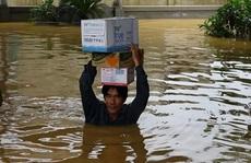 Lũ lịch sử ở Quảng Bình: Hơn 34.000 nhà dân ngập lụt, dân cuống cuồng chạy lũ trong đêm