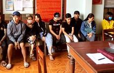 """Bình Định: Phát hiện """"ổ tiếp viên"""" cư trú bất hợp pháp cùng nhiều hung khí"""