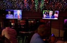 Hai ứng viên tổng thống Mỹ 'đấu khẩu' từ xa