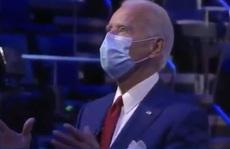 Ứng viên Joe Biden có hành động đẹp trong phiên hỏi đáp của cử tri