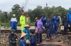 Mưa lũ miền Trung: Thông tuyến đường sắt Bắc-Nam