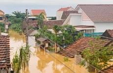 Quảng Bình: Lũ lụt kinh hoàng, ngập tới nóc nhiều căn nhà