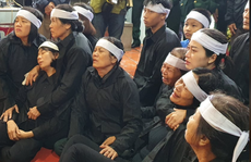 Xúc động hàng ngàn người dân xứ Nghệ dầm mưa tiễn biệt 3 liệt sĩ hi sinh ở Rào Trăng 3