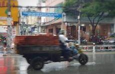 Khiếp đảm với xe chở hàng cồng kềnh trên phố