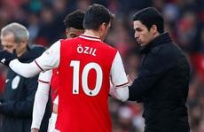 Arsenal và bi kịch mang tên Mesut Ozil