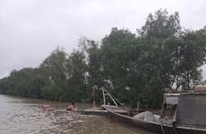Sà lan gỗ chìm trên sông Soài Rạp, 2 người gặp nạn