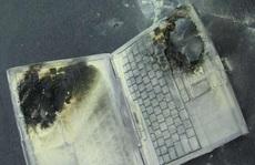 Máy tính xách tay bất ngờ phát nổ khi học bài, 3 học sinh nát tay, bị thương vùng mặt
