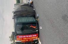 Xe chở bánh tét, bánh kẹo 'hướng về miền Trung' gặp nạn trên cao tốc