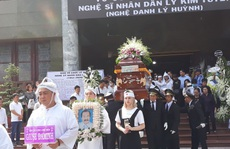 Đông đảo nghệ sĩ và người hâm mộ tiễn biệt NSND Lý Huỳnh