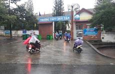 Đội mưa bão đến lớp mới biết nghỉ học
