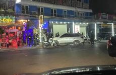 Gần 100 'dân chơi' trong quán bar được đưa về trụ sở công an trong đêm