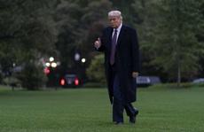 Biết trợ lý thân cận mắc Covid-19, Tổng thống Trump vẫn đi lại không ngừng