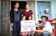 Báo Người Lao Động trao hơn 143,6 triệu đồng cho 2 cháu bé mồ côi ở Quảng Nam