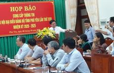 Đại hội Đảng bộ tỉnh Phú Yên: Tặng cặp giấy cho đại biểu
