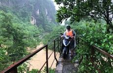 Quảng Bình: Nhiều bản làng bị cô lập, chia cắt do lũ lớn, hàng ngàn học sinh nghỉ học