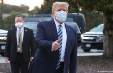 """Covid-19: Tổng thống Trump """"giáng đòn"""" đảng Dân chủ, nhiều lãnh đạo quân sự cách ly"""