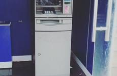 Kẻ lạ dùng đá ném vỡ máy ATM ở Vũng Tàu