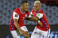 Hai cựu sao Barca ghi bàn, Chile thua đau Uruguay
