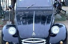 Chiếc xe cổ của NSND Út Trà Ôn được mua giá 500 triệu đồng để ủng hộ miền Trung