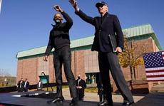 Lần đầu cùng xuất trận, hai ông Biden - Obama 'vùi dập' Tổng thống Trump
