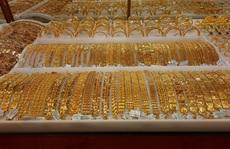 """Giá vàng hôm nay 8-12: """"Phi nước đại"""", các quỹ đầu tư chốt lời"""