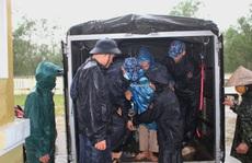 Chùm ảnh:  Quảng Trị 'chạy đua' sơ tán dân trước khi bão số 13 đổ bộ