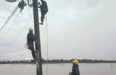 Nỗ lực khôi phục cấp điện cho người dân bị ảnh hưởng bão số 13