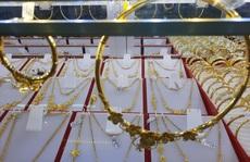 """Giá vàng hôm nay 18-11: Trụ vững trước xu thế """"xả hàng"""""""