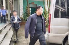 Trưởng công an thị trấn bị bắt vì dùng nhục hình