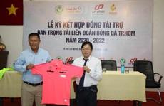 Trọng tài TP HCM có trang phục thể thao 'chất'