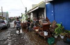 Tổng thống Philippines đáp máy bay tới vùng bị thiệt hại bởi siêu bão Goni