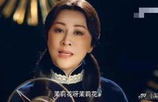 Ở tuổi 52, Lưu Gia Linh bị 'ném đá' khi hóa thân thành thiếu nữ