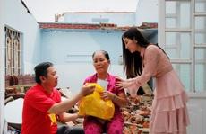 'Ngọc nữ bolero' Tố My cùng Báo Người Lao Động đến với người dân  vùng bão huyện Nông Sơn