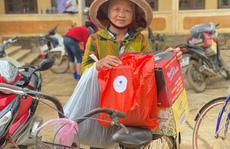 Công ty Vịnh Thiên Đường và Quỹ HOPE trao 2100 phần quà đến tận tay bà con vùng lũ