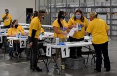 Thẩm phán Mỹ yêu cầu kiểm tra phiếu bị chậm trễ ở bang chiến trường