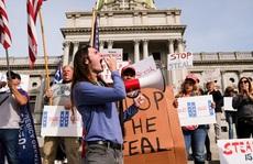 Tin giả tràn lan, biểu tình lan rộng ở Mỹ